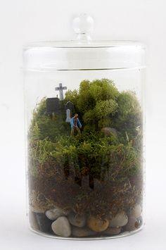 Terrarium diorama mort vivant de Twig. N'ouvrez pas le couvercle ! / #zombie http://twigterrariums.com/
