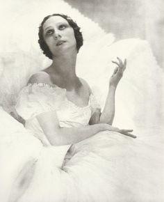 Anna Pavlova, Vanity Fair, 1921  Photographer: Adolph de Meyer