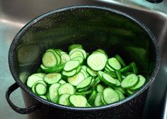 Bread-and-Butter-Pickles, add cukes to large pot. Bread N Butter Pickle Recipe, Bread & Butter Pickles, Cucumbers And Onions, Pickling Cucumbers, Pickled Brussel Sprouts, Home Canning Recipes, Pickles Recipe, Sweet Pickles