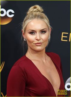 Lindsey Vonn Sizzles on the Red Carpet at the Emmy Awards 2016 Lindsey Vonn, Girl Celebrities, Hollywood Celebrities, Mikaela Shiffrin, Le Champion, Golden Girls, Female Athletes, Pretty Woman, Beautiful Women