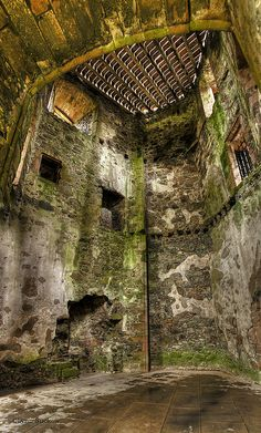 Huntly Castle, Aberdeenshire, Scotland: Over a period of 600 years this site saw four different castles in three slightly different locations under two different names. And between them these castles were attacked or besieged at least eight times. Vila Medieval, Medieval Castle, Abandoned Castles, Abandoned Places, Abandoned Mansions, Old Buildings, Abandoned Buildings, Places Around The World, Around The Worlds