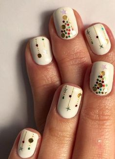 You should prepare your Christmas nail art designs ideas, before Christmas has been and gone!A neat manicure with festive designs can really lift your spirits throughout the season. When your nails… Christmas Gel Nails, Christmas Nail Art Designs, Holiday Nails, Christmas Ideas, Christmas Snowflakes, Red Christmas, Nail Art For Christmas, Christmas Music, Christmas Gifts