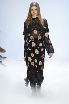 Nicole Miller Fall 2016 Ready-to-Wear Fashion Show  http://www.theclosetfeminist.ca/   http://www.vogue.com/fashion-shows/fall-2016-ready-to-wear/nicole-miller/slideshow/collection#27