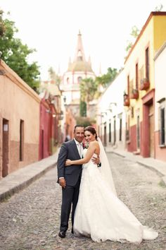A Vibrant, Modern Wedding at Instituto Allende in San Miguel de Allende, Mexico