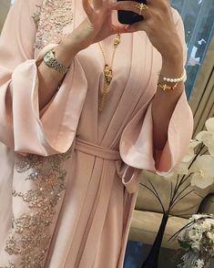 Hijab Fashion - In Hijaber - outfit inspo - Hijab Dress Party, Hijab Style Dress, Kimono Outfit, Abaya Designs, Islamic Fashion, Muslim Fashion, Abaya Fashion, Fashion Dresses, Abaya Mode