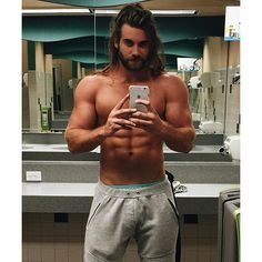 Brock O'Hurn - Once again looking inexpressibly sexy. Beautiful Men Faces, Gorgeous Men, Hommes Grunge, Brock Ohurn, Gents Hair Style, Scruffy Men, Hunks Men, Hommes Sexy, Man Bun