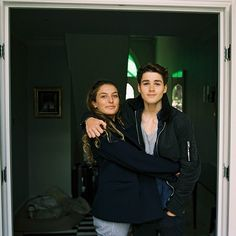 Boyfriend makes a movie of his journey from the UK to surprise his girlfriend in Sydney Finn Harries, Jack Finn, Carter Reynolds, Taylor Caniff, Emo Guys, Boy Celebrities, Brent Rivera, Big Sean, Tumblr Boys