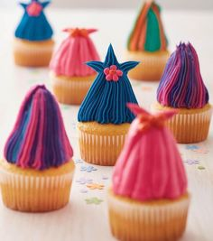 Trolls cupcakes- These DIY Colorful and Crazy-Haired Cupcakes are as cute as can be! Great for kids' birthday parties, you can find this recipe for these adorable treats—just in time for a festive occasion with your little ones. Troll Cupcakes, Cute Cupcakes, Puppy Cupcakes, 4th Birthday Parties, 5th Birthday, Birthday Ideas, Trolls Birthday Party Ideas Cake, Birthday Cakes, Rainbow Birthday