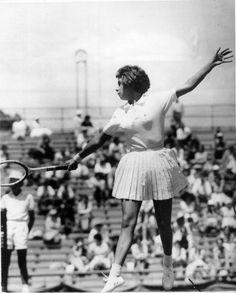 A tenista brasileira<a href='http://acervo.estadao.com.br/pagina/#!/19630426-26995-nac-0016-999-16-not/busca/Maria+Esther+Bueno' target='_blank'>Maria Esther Bueno</a>, medalha de ouro nos Jogos Pan-americanos de 1963