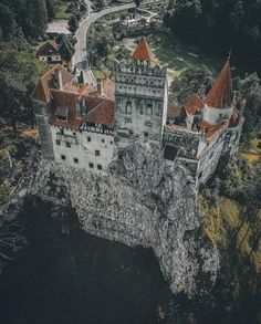 Bran Castle in Romania Here we offer just a top 5 Transylvanian castles menu that should be on your active travel plate. Here's our selection for an unforgettable castle break. Chateau Medieval, Medieval Castle, Peles Castle, Gothic Castle, Transylvania Castle, Transylvania Romania, Beautiful Castles, Beautiful Places, Romanian Castles