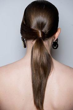 La queue de cheval twistée Ponytail, Ear, Long Hair Styles, Inspiration, Fashion, Hairstyle Ideas, Makeup, Pony Tails, Hair Products