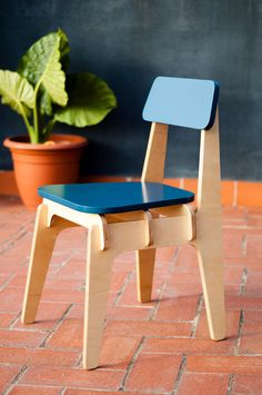 Chair made from 18 mm thick birch phenolic plywood and blue DM for the seat and backrest pieces.