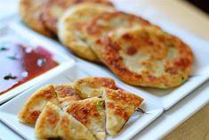 Turtite chinezesti cu ceapa verde 葱油饼 - Din secretele bucătăriei chinezești Healthy Recipes, Healthy Food, Food And Drink, Pizza, Cheese, Green, Healthy Foods, Healthy Eating Recipes, Healthy Eating