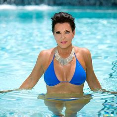Kris Jenner Try Keeping Up with this Kardashian! The family matriarch, looked lean and lovely, wearing a bright blue bikini while swimming in a pool. Kris Jenner, Bruce Jenner, Kendall Jenner, Kim Kardashian, Robert Kardashian, Kardashian Family, Kardashian Kollection, Sexy Bikini, Blue Bikini
