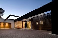 Front facade of new Mosi residence by Nico van der Meulen Architects
