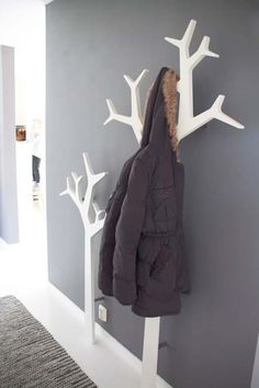 Kids room tree coat rack hallways, house ideas, wood, home decor, runners Tree Coat Rack, Coat Tree, Coat Racks, Decoration Entree, Diy Casa, Coat Hanger, Wall Hanger, Wall Hooks, Home And Deco
