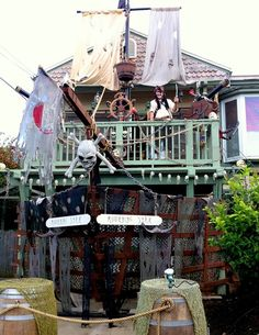 Oh, how awesome would *this* be if I could pull it off for the boys' party?!?! Decorating the front of the house like a pirate ship. Oh my. I sort of wish I would've never seen this. ;)