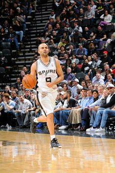 Résultat NBA de la nuit:  Pour son retour sur les parquets américains, Les Spurs de Tony Parker se sont imposés face aux Denver Nuggets (108 à 103), pour enregistrer une 15ème victoire consécutive. Les stats de TP sont correctes avec 10 points, 4 rebonds et 6 passes décisives pour 37 minutes de jeu. Sa douleur au tendon d'Achille a apparemment disparu, ce qui est de très bonne augure à quelques semaines des Play-offs...