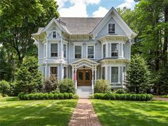 77 South St, Litchfield, CT - 4 Bed, Bath Single-Family Home - 33 Photos Old Houses For Sale, Big Houses, Old Victorian Homes, Victorian Houses, Future House, My House, Expensive Houses, House Goals, Beautiful Homes