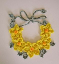 Daffodil Necklace, Design Idea ~                                    http://www.iris-milkywaygalaxy.blogspot.ro/2012/09/crochet-accessories-accesorii-crosetate.html