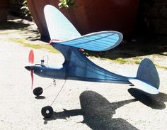 """Bauplanmodell """"The Dwarf"""" mit Rc Plane Plans, Rc Glider, Rc Model, Model Airplanes, Gliders, Dwarf, Kite, Aircraft, Projects To Try"""
