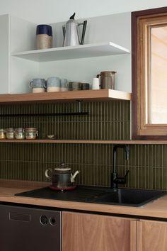 Interior Desing, Interior Design Kitchen, New Kitchen, Kitchen Dining, Cosy Kitchen, Green Kitchen, Cocinas Kitchen, Mid Century Modern Kitchen, Küchen Design