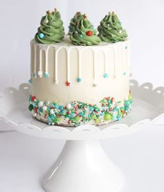 20 Festive Christmas Cakes – Find Your Cake Inspiration Sprinklin Christmas Cake Christmas Cake Designs, Christmas Cake Decorations, Christmas Sweets, Holiday Cakes, Christmas Birthday Cake, Xmas Cakes, Christmas Tree Cake, Christmas Images, Chrismas Cake