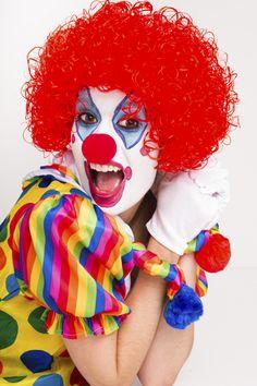 #Tutorial para hacer un maquillaje de payaso para un disfraz de #Carnaval. http://www.guiadelnino.com/ocio-para-ninos/especial-carnaval/10-ideas-para-maquillar-al-nino