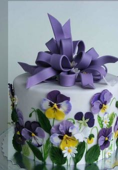 Cake decorated with pansies.