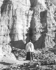 Georgia O'Keeffe walking in the 'White Palace,' New Mexico, 1957 (Todd Webb)