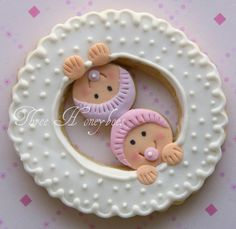 Thinking of serving baby shower cookies at the baby shower? Find beautiful inspiration with 95 adorable baby cookies. Fancy Cookies, Sweet Cookies, Iced Cookies, Cute Cookies, Cookies Et Biscuits, Yummy Cookies, Sugar Cookies, Pink Cookies, Flower Cookies