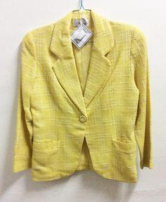 Jas Marnati Donna No. 44  1 kancing + 2 kantong, lengan panjang  Kuning motif benang putih kotak-kotak  -Panjang: 65 cm -Lebar: 51 cm   Banting harga karena mau pindah  Sale: IDR 500.000