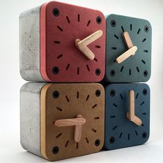 Desk clock made out of wood and concrete. The box is made out of fiber concrete. Frame and hands are made ouf of solid w Concrete Curing, Concrete Wood, Concrete Projects, Concrete Design, Wood Design, Design Desk, Desktop Clock, Cement Art, Decor Scandinavian