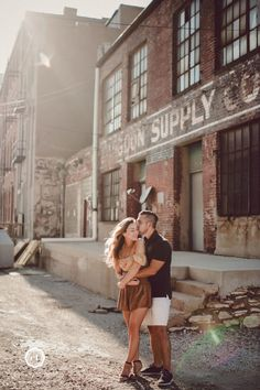 Every once in awhile you get to spend an evening strolling through the Kansas City West Bottoms, photographing the most adorable couple, in the most fantastic light! Couple Photoshoot Poses, Couple Photography Poses, City Photography, Couple Portraits, Couple Shoot, Family Photography, Friend Photography, Maternity Photography, Kansas City