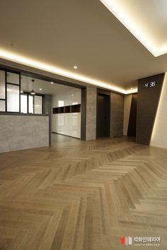 인더스트리얼인테리어 - 수영구 민락 롯데캐슬자이언트 45평 리모델링 / 무게감이 느껴지는 모던인테리어, 간접조명 활용 : 네이버 블로그 Living Room Designs, Hardwood Floors, Floor Plans, Stairs, Minimalist, Interior Design, Wallpaper, House, Home Decor
