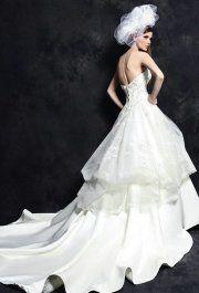 Alice White menyasszonyi ruha