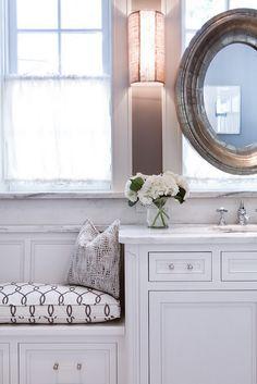 Trendy Bathroom Window Seat Built Ins 50 Ideas Window Seat Cushions, Window Benches, Window Seats, Modern Bathroom Design, Bathroom Interior Design, Window Seat Kitchen, Bathroom Bench Seat, Closet Built Ins, Bathroom Windows