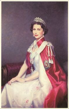 Queen Elizabeth II wearing the pearl tiara often worn by Diana, Princess of Wales. // of Great Britain Hm The Queen, Royal Queen, Her Majesty The Queen, Save The Queen, King Queen, Queen Elizabeth Portrait, Princess Elizabeth, Queen Elizabeth Ii, Princess Diana