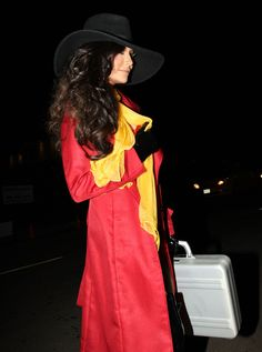 Naya Rivera as Carmen Sandiego / 48 Celebrity Halloween Costumes (via BuzzFeed)