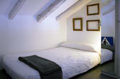 La casita del árbol   RÄL167 - Interiorismo, decoración, reforma y diseño de interiores Bed, Furniture, Home Decor, Apartments, Interior Design, Decoration Home, Stream Bed, Room Decor