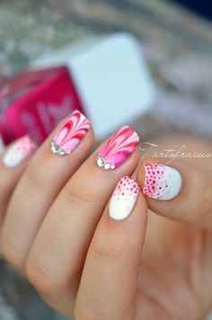 Water Marble and Dotted Gradient Nails Fabulous Nails, Gorgeous Nails, Love Nails, Pretty Nails, Rose Nail Art, Gel Nail Art, Nails Opi, Gradient Nails, Water Marble Nail Art