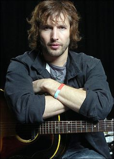 Soldier-turned singer James Blunt is urging Brits to back our @helpforheroes appeal – in honour of his friends who never came home.