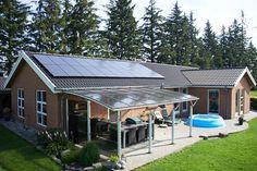 4,4 kW sydvendt monokrystalin solcelleanlæg.