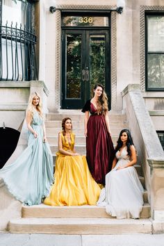 You could do smaller groups like - college, Colorado, family, etc. and do staggered poses like this one. Homecoming Pictures, Prom Photos, Prom Pics, Prom Picture Poses, Picture Ideas, Photo Ideas, Prom Goals, Prom Couples, Prom Proposal