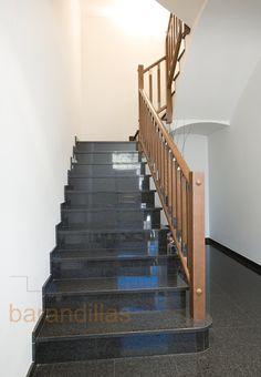 Barandilla de madera. Montantes de 70x70, pasamano y zócalo ovalados, y balustrada con detalle en acero.  http://www.barandillasprecios.com/barandillas/barandillas-interiores/madera2012-10-01-20-53-27/madera-f3-detail