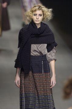 Dries Van Noten at Paris Fashion Week Fall 2004 - Runway Photos