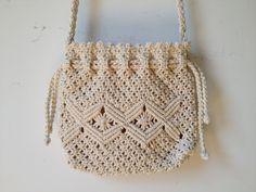 Jahre Macrame Drawstring Bag Jahre Macrame Drawstring Bag This ima. Jahre Macrame D Macrame Purse, Macrame Knots, Micro Macrame, Macrame Jewelry, Macrame Mirror, Macrame Curtain, Crochet Handbags, Crochet Purses, Macrame Patterns