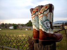Painted boots! Fabulous.