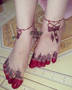 Mehndi is a traditional art, Which is famous and beautiful style to decorate your feet, hands and bo Mehndi Designs Feet, Legs Mehndi Design, Indian Mehndi Designs, Modern Mehndi Designs, Mehndi Design Pictures, Wedding Mehndi Designs, Beautiful Mehndi Design, Simple Mehndi Designs, Henna Tattoo Designs