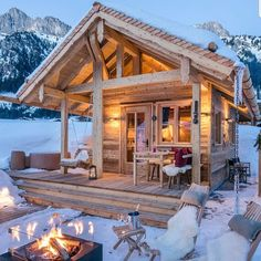 Tiny Chalet Grand Flüh, Nesselwängle, Austria by Steiner Art & Design Tiny House Cabin, Log Cabin Homes, Cozy House, Log Cabins, Mini Cabins, Off Grid Tiny House, Small Log Cabin, Small Cabins, Mountain Cabins
